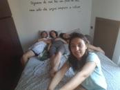 De dimineata in camera fetelor