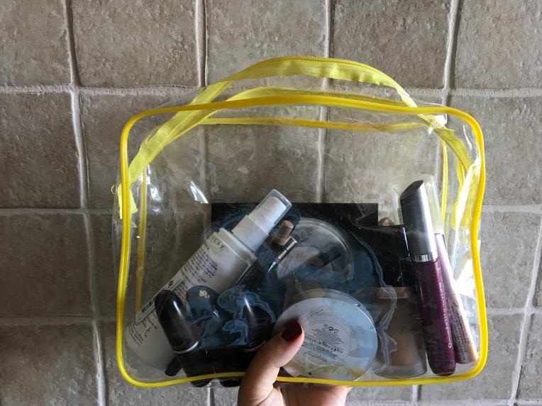 Portfard transparent, de mărime medie ca să depistezi ușor produsele