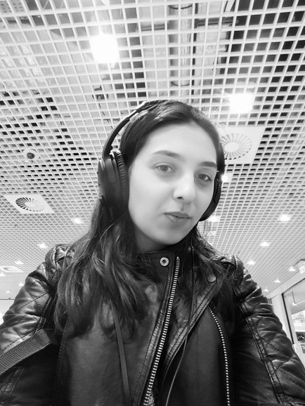 1st time trying the Bose QC35 @ Amsterdam's Schipol