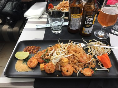 Shrimp pad thai & local beer